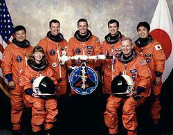 v.l.n.r. vorne: Pamela Melroy, Brian Duffy; hinten: Leroy Chiao, Michael López-Alegría, William S. McArthur, Peter Wisoff, Kōichi Wakata