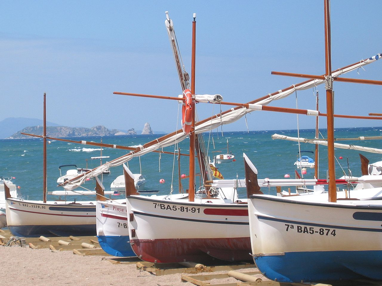 File sa riera fishing boats jpg wikipedia for Sa fishing 5 for 15