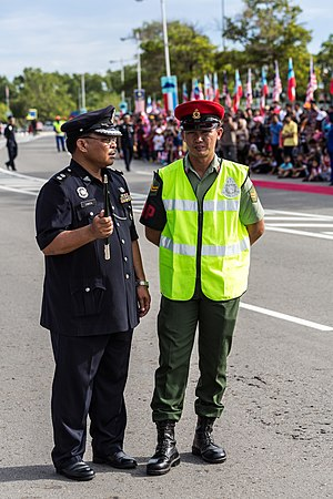 Kor Polis Tentera DiRaja (Malaysia) - KPTD operator chatted with Police Superintendant in Likas, Sabah during 56th Merdeka Day.