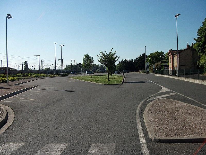 Parking voyageurs de la gare de Saint-Germain-des-Fossés
