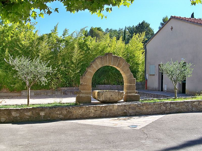 File:Saint Roman de Malegarde - arche.JPG