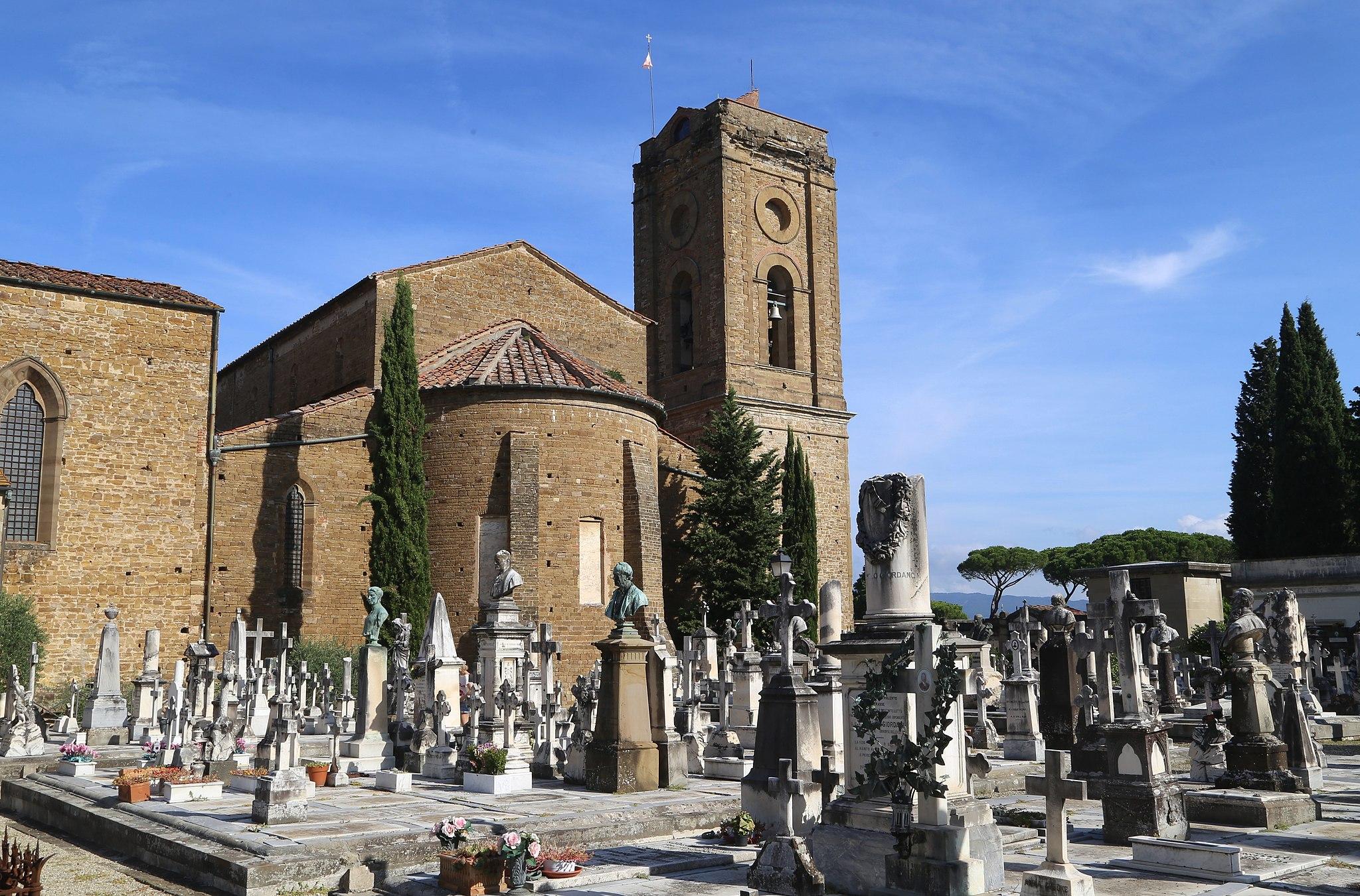 La parte posteriore di San Miniato al Monte con Cimitero delle Porte Sante