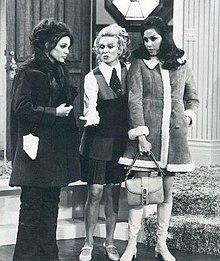 Valerie Harper (Rhoda Morgenstern), Cloris Leachman (Phyllis Lindstrom), e Mary Tyler Moore.