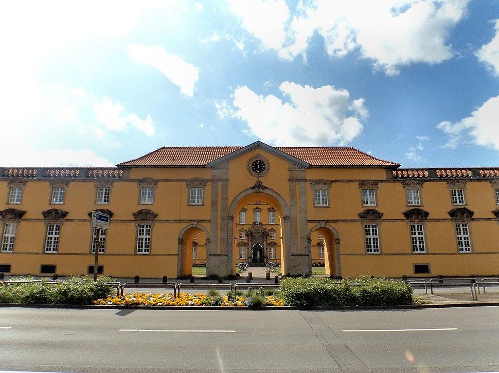 Schloss Osnabrück Frontalansicht von der Straße. Universität Osnabrück. UOS. Foto Clemens Ratte-Polle. 2015.05.06.DSC05833