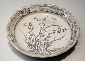 Shino ware - Shino ware shallow bowl, Azuchi-Momoyama to Edo period, 16th-17th century
