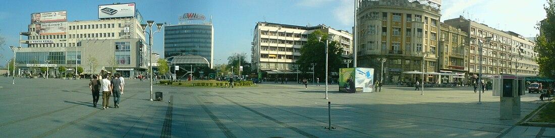 Ünlü taş köprüye bağlanan Makedonya Meydanı'nın son değişmeler öncesindeki hâli