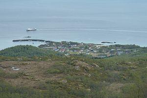 Skutvika - The ferry Vågan approaching Skutvik