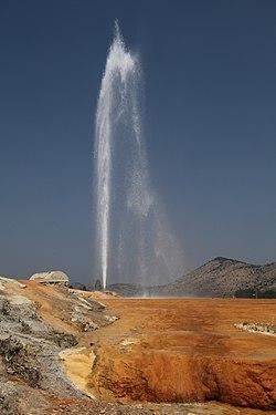 Eruzione geyser controllata in Soda Springs