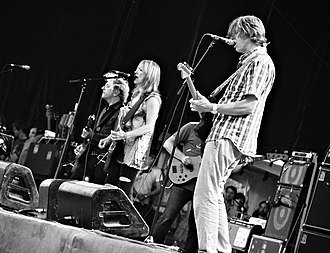 The Amps - Image: Sonic Youth at Osheaga 2010 08 01 Montreal