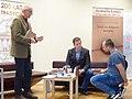 Spotkanie autorskie Marcina Szymańskiego 18 lutego 2020 wpis autografu fot M Z Wojalski 00147.jpg