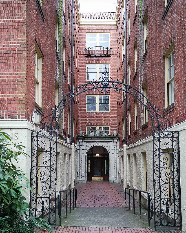 University Court Apartments: St. Helens Court (Portland State University)