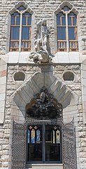 Statues of Saint George and the Dragon Casa Botines- -panoramio (75)