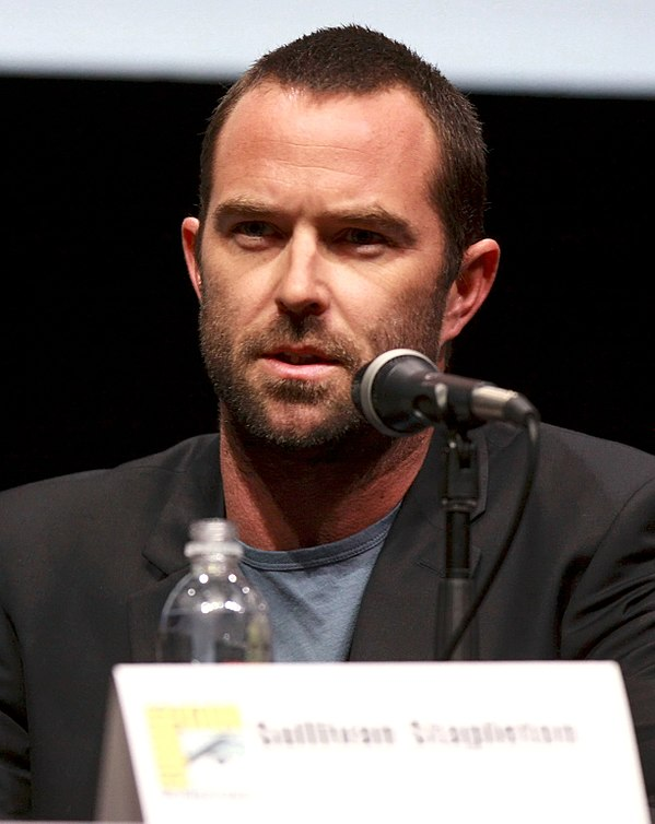 Photo Sullivan Stapleton via Wikidata