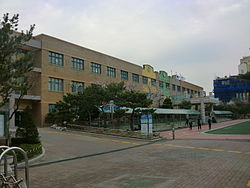 Suwon Cheoncheon Elementary School.JPG