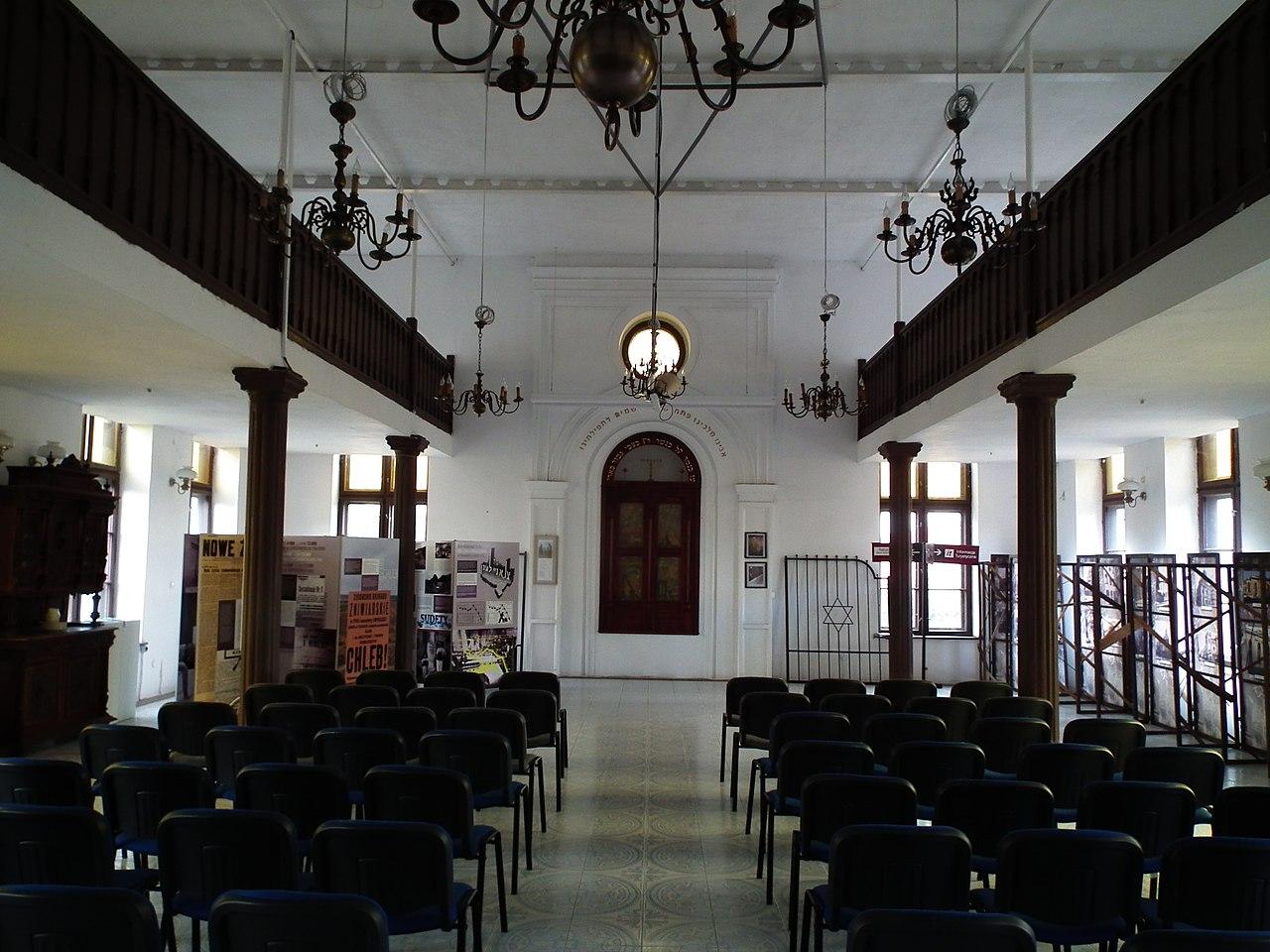 Synagogue in Dzierzoniow (3).jpg
