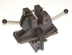 TH11-50kN-pincer-grip.jpg