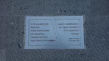 Trieste - Piazza dell'Unità d'Italia. Targa fissata nel pavimento della piazza, che ricorda l'emanazione delle leggi razziali da parte di Benito Mussolini.