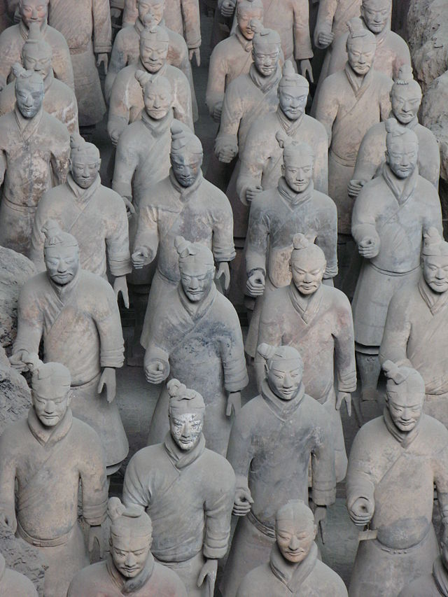 640px-Terracotta_warriors_pit1.jpg