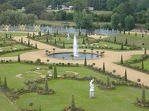 Diana Fountain, Bushy Park - Image: The Privy Garden, Hampton Court Palace geograph.org.uk 260428