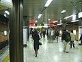 Toei-shinjuku-line-morishita-platform.jpg