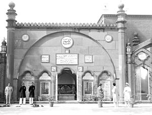 Sir Syed Masjid - Image: Tomb of Syed Ahmad Khan