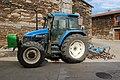Tractor Blue Holland Losacio.jpg