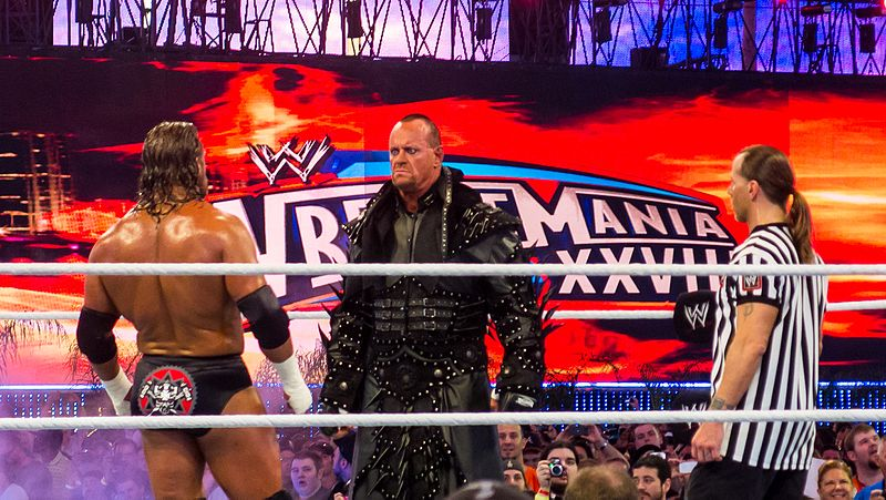 File:Triple H v Undertaker at Wrestlemania XXVIII (7206066724).jpg
