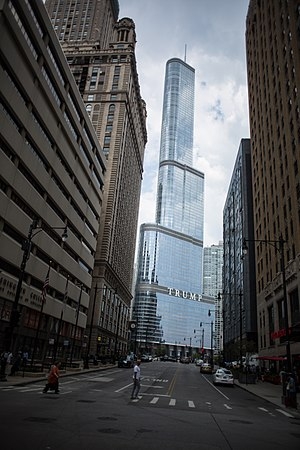 Trump International Hotel and Tower (Chicago) - Trump Tower from ground level