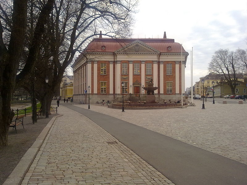 Файл:Turku main library and Vahatori.jpg