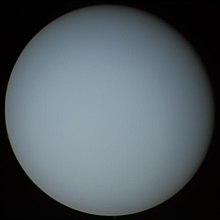 Urano fotita la 20-an de januaro 1986 de la usona kosmoesplorilo Voyager 2, la nura kiu vizitis ĝin.