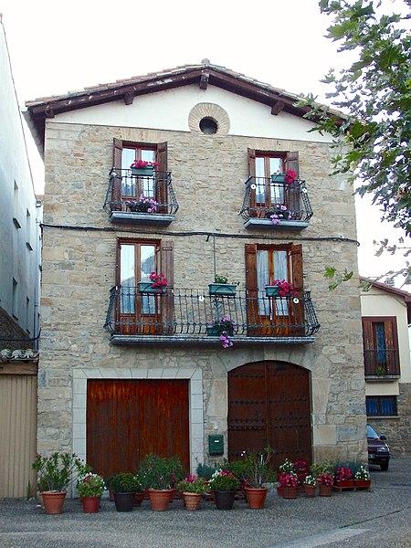File:Urroz Villa - Casa.jpg