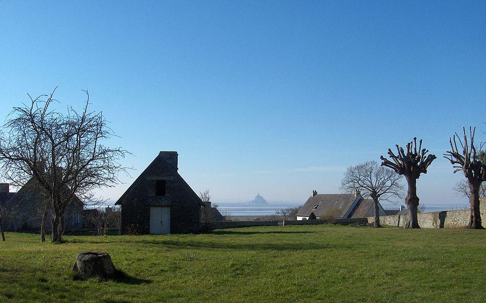 Vains et le Mont-Saint-Michel en arrière plan