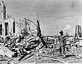 Vernielingen in Balikpapan (Indie). Nadat de Australische 7e divisie en KNIL-een, Bestanddeelnr 900-8177.jpg
