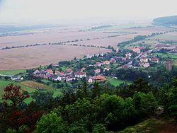 Vesnice Točník, z hradu Točník.jpg