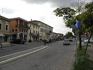 San Giovanni Lupatoto - Image: Via Roma con Municipio (San Giovanni Lupatoto)
