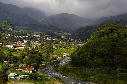 A cooler climate is common in the Panamanian highlands. VistaBoquete.jpg