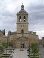 Vista de la Catedral de Ciudad Rodrigo desde el baluarte (a través de la Plaza de Herrasti).jpg