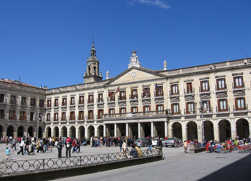 Archivo:Vitoria plaza españa.jpg