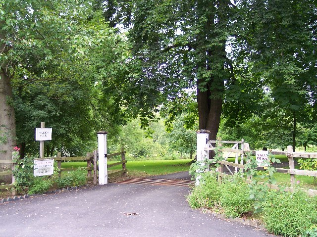 Western Gates to Mathon Court - geograph.org.uk - 33450