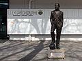 Wien-Hütteldorf - Statue des Dionys Schönecker vor dem Rapideum im Hanappi-Stadion.jpg