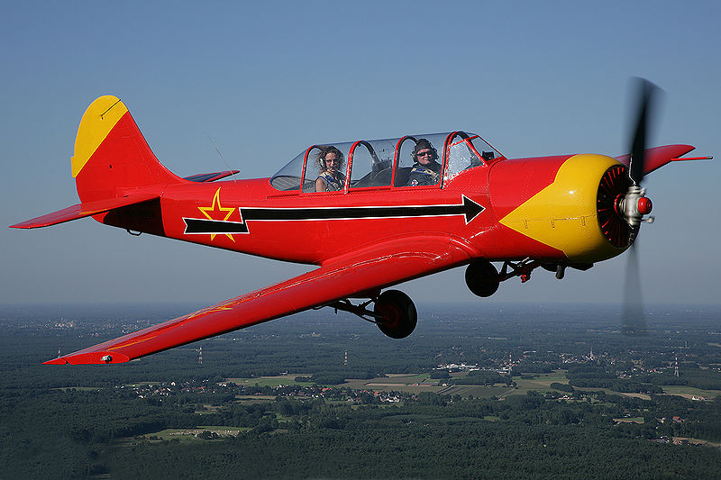 avion de entrenamiento 800px-Yakkes_Yak-52_RA-3085K