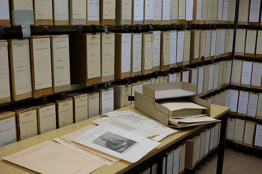 Press archives (folders from persons archive, 2015) ZBW-Personenarchiv 2015.jpg