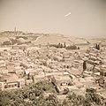 Zicht op Jeruzalem met de oude stad, met links de Rotskoepel en de Olijfberg en , Bestanddeelnr 255-9776.jpg