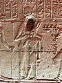 Égypte, Île Agilka, Complexe de Philae, Temple d'Isis, Salle hypostyle, bas-relief Isis nourrissant Horus (49758235482).jpg