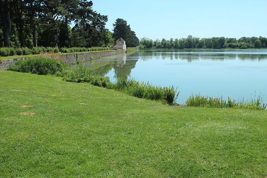 Noës pond in Le Mesnil-Saint-Denis in the Yvelines department in France.