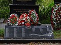 Братская могила советских воинов на берегу Нижнего Каменского пруда.jpg