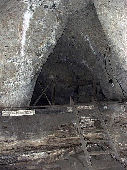 洞窟の内部、2008年