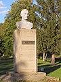 Пам'ятник-бюст А. С. Макаренку.JPG
