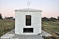 """Пам'ятний знак на місці розстрілу єврейського населення, с. Великі Межиричі, урочище """"Цегельня"""" 2.jpg"""