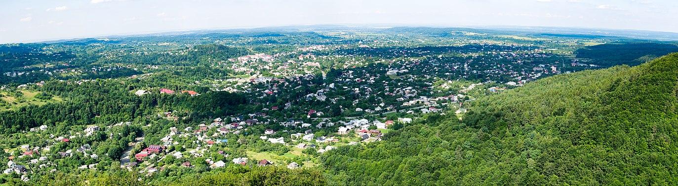 Панорама города Косов. Вид с горы Острый (высота 584 м.). 05.07.2020 г.